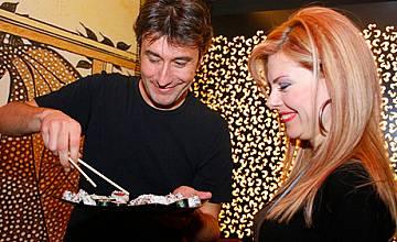 Деси Банова вае фигура със суши