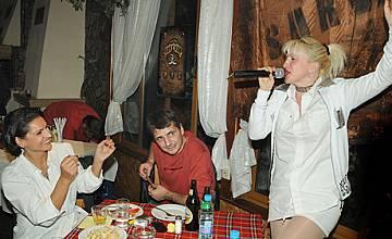 Сашка Васева весели сървайвърите на парти
