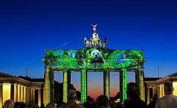 Над 30 светлинни инсталации, създадени от българско студио, преобразяват Берлин