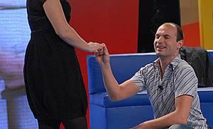 Предложение за брак на сцената на Big Brother