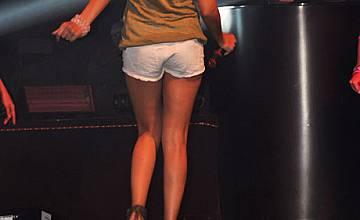 Алисия с премиера на песен и любовни гривни