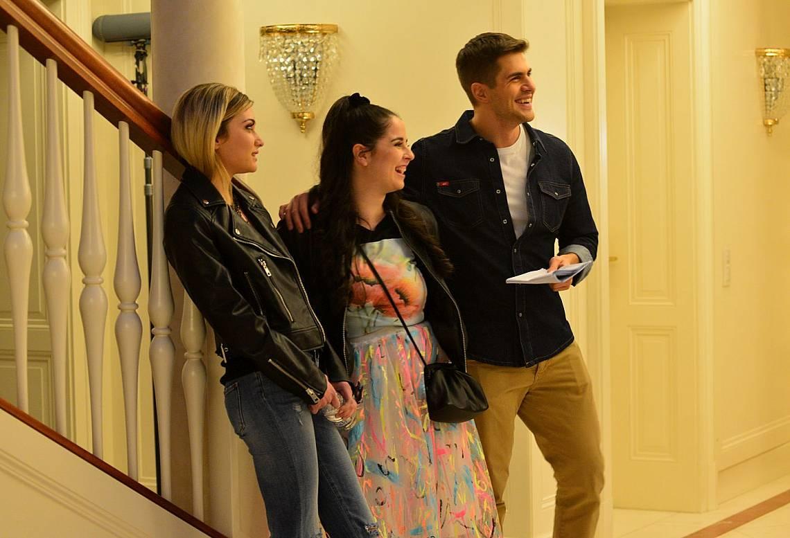 Три девойки се борят за вниманието на Иво Аръков