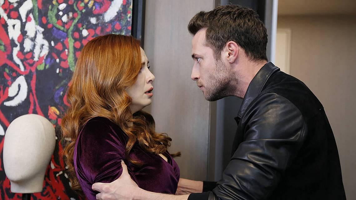 Шениз сънува кошмар, в който Дженк и търси сметкаи я пита, кой е баща му, и тя му казва истината!
