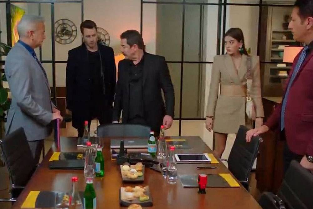 Агях предава своите акции от компанията на Дженк и Дамла