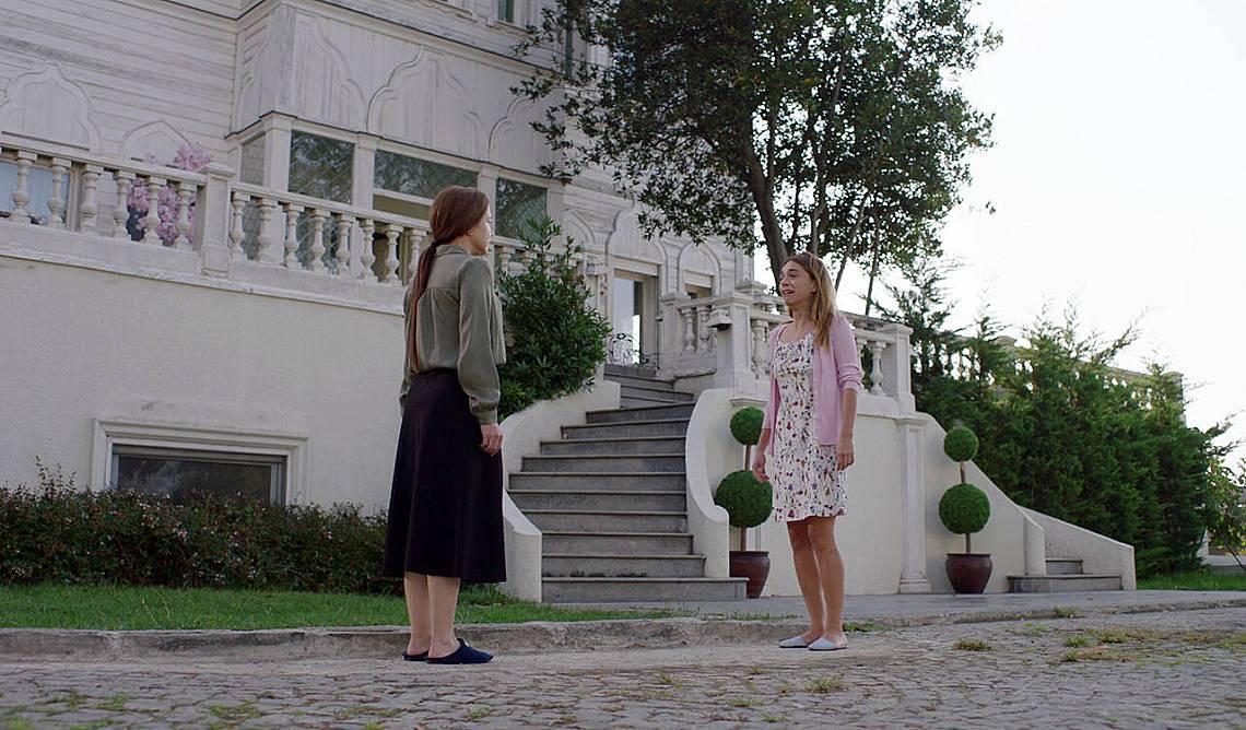 Сахер казва на Джемре, че вече няма майка