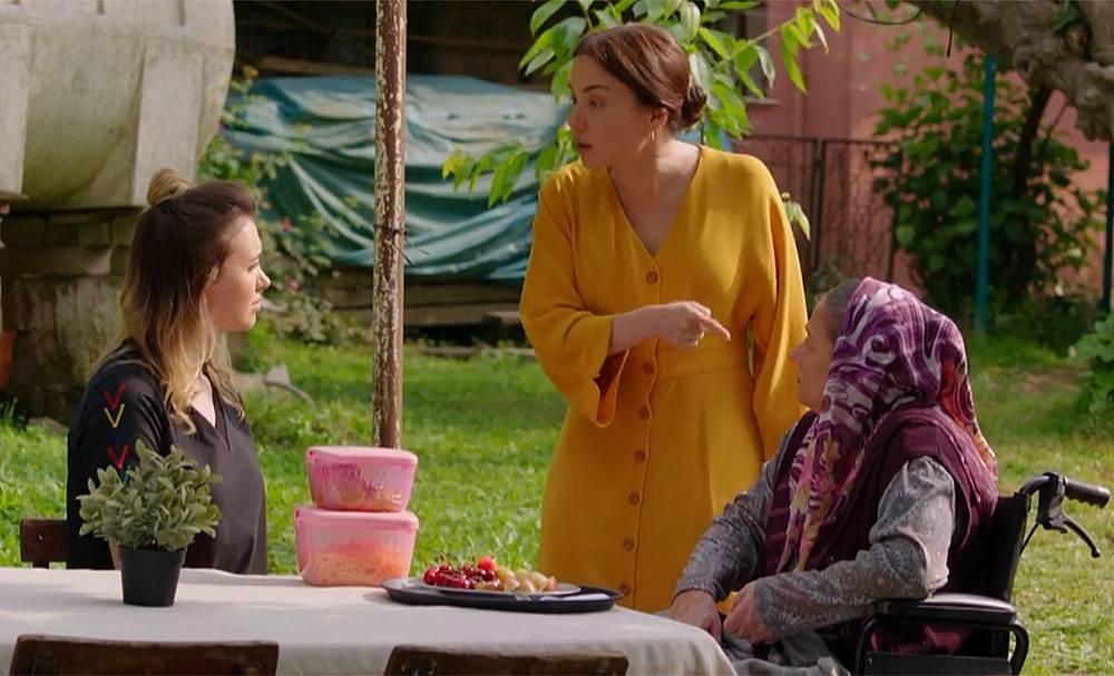 Сахер казва на момичето, да не слуша Нериман, защото ако я послуша, с нея и семейството ѝ ще бъде свършено!