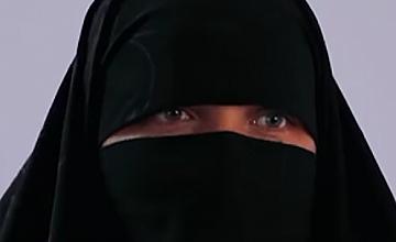 НИЧИЯ ЗЕМЯ: За висшата ислямска мода и за модата в политиката