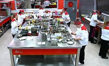 Истинска война в мъжкия отбор и неочаквано предателство ще доведе до изненадваща втора номинация в Hell's Kitchen България