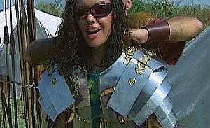 """Диана от """"Глобусът"""" нахлузи шлем и ризница в лагера на римските легионери"""
