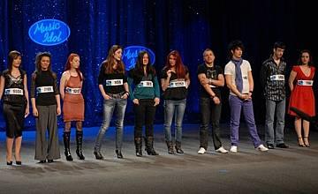 Тринайсет момичета и седем момчета продължават във втората фаза на Music Idol