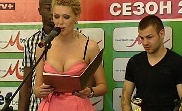 """Ослепителната спортна водеща на ТВ+ Гергана Гунчева беше водеща на """"Футболист на футболистите 2011"""""""