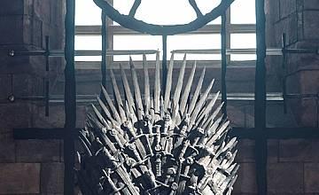 Качи се на трона, снимай се като крал