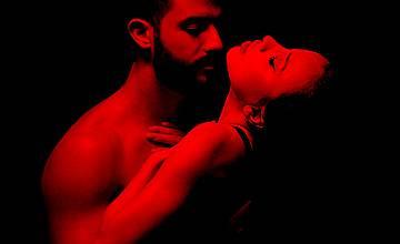 """""""Защо целуваш"""" - история от личния свят на Искрата"""