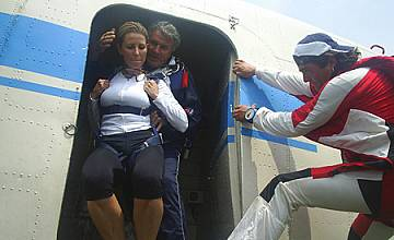 Джина Стоева и Сами Попов полетяха с парашут от 3 500 метра