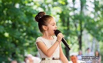 """Крисия Тодорова с песен на """"Ку-ку бенд"""" на детската Евровизия"""