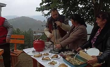 """""""Ловци на храна"""": Как се прави автентично родопско чеверме"""