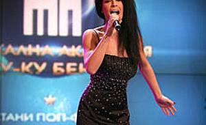 Люси  е новата поп-фолк звезда, ще кара и поп-фолкмобила от Слави