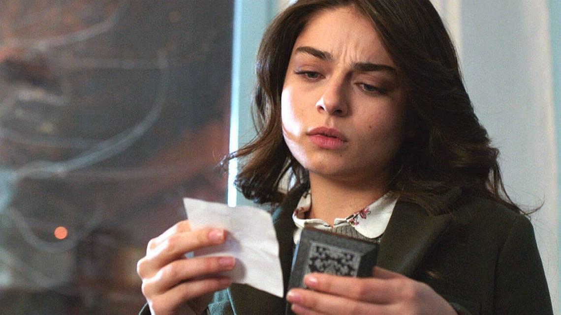Мерием чете бележката, която намери в кутията с ръкавелите
