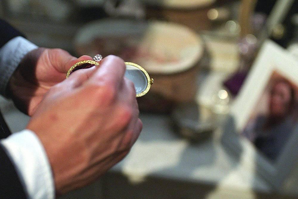 Пръстенът, с който Гючлю възнамерява да предложи на Бурджу.