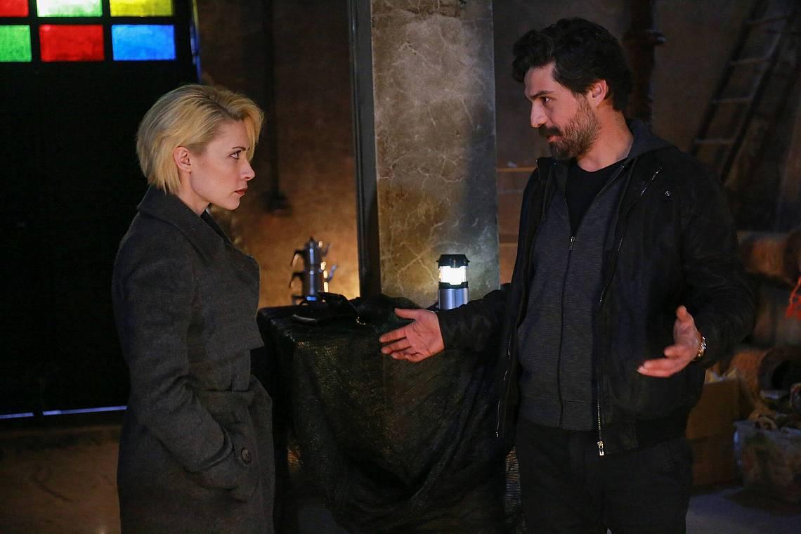 Октай казва на Дерин, да не се изненадва така, че всички са смъртни, освен него!