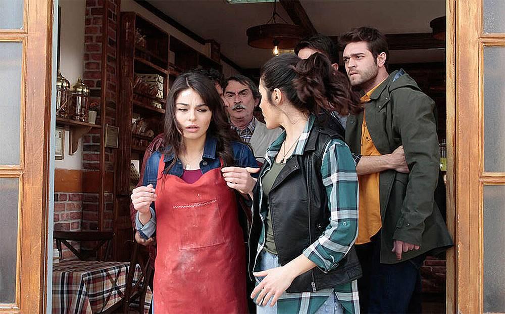 Арестуват Мерием в пекарната на баща й.