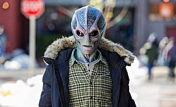 Местен извънземен | Resident Alien