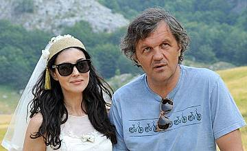 """Балкански страсти събират Моника Белучи и Емир Кустурица в """"непознатиТЕ"""" - тази неделя от 12:30 ч. по bTV"""
