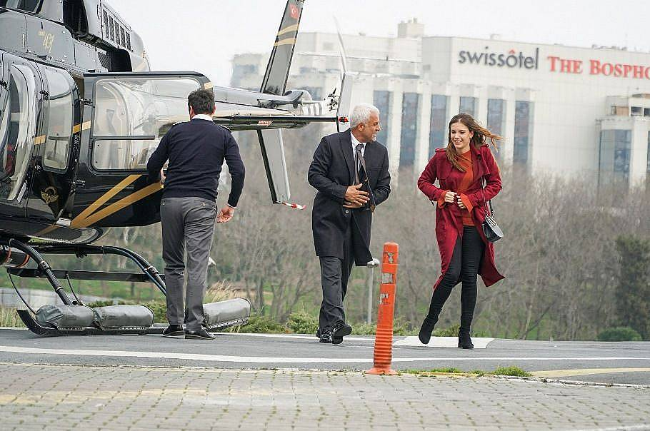 На следващата сутрин Йълдъз с голямо вълнение, тръгнала на работа, защото за първи път ще се качи на вертолет...