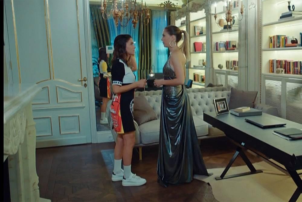 Лила моли Йълдъз да я прикрие пред Халит, за да отиде на купон.