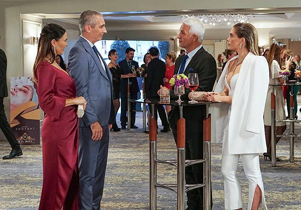 Йълдъз виждайки Ендер с Ердем казва на Халит, че Ендер си е намерила богат мъж и ще си отдъхнат от нея.