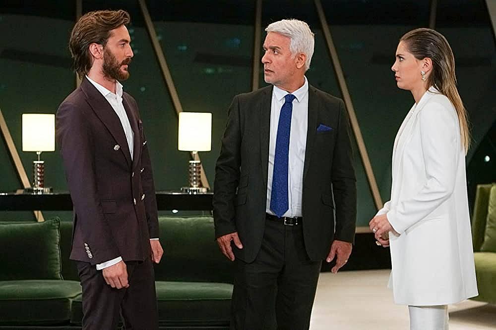 Халит е изненадан когато разбира, че Кемал е изключително богат и е инвестирал в неговия бизнес