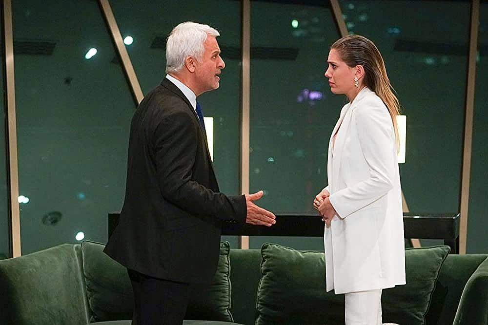 Халит казва на Йълдъз, че тя го е опозорила и с брака им е свършено.