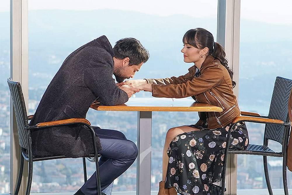 Алихан води Зайнеп на мястото, където приключи връзката им, за да заличат лошите спомени.
