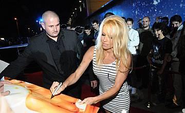 """Памела Андерсън влезе в къщата на """"VIP Brother 2012"""""""