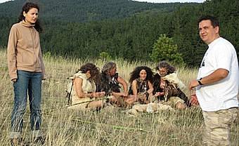 """bTV Документите: """"Следите на човека"""", Епизод 1: """"В пещерата"""""""