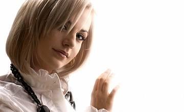 Поли Генова представя днес по БНТ1 своята песен за БГ Евровизия 2009