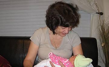 Ренета Инджова тъжи за внуците