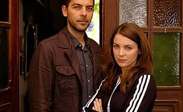 """Турска актриса Йозге Йозберк отложи майчинството си, за да участва в """"Пламъкът на сърцето"""""""