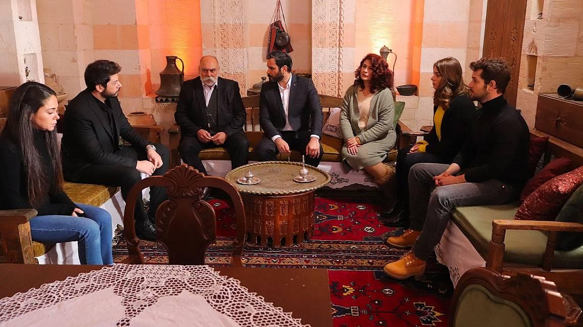 Насух съобщава, че е взел решение за сватбата на Азат и ще поканят цял Медиат
