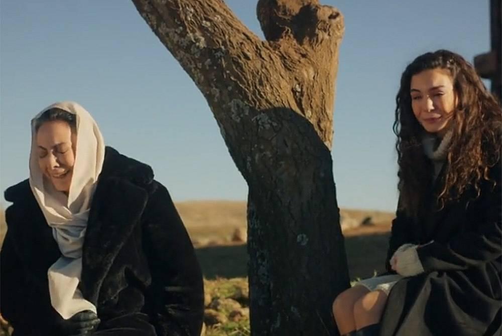 Азизе казва на Раян, че Хазар е неин син.