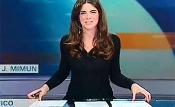Италианска ТВ водеща показа бедра и бикини на екрана (ВИДЕО)