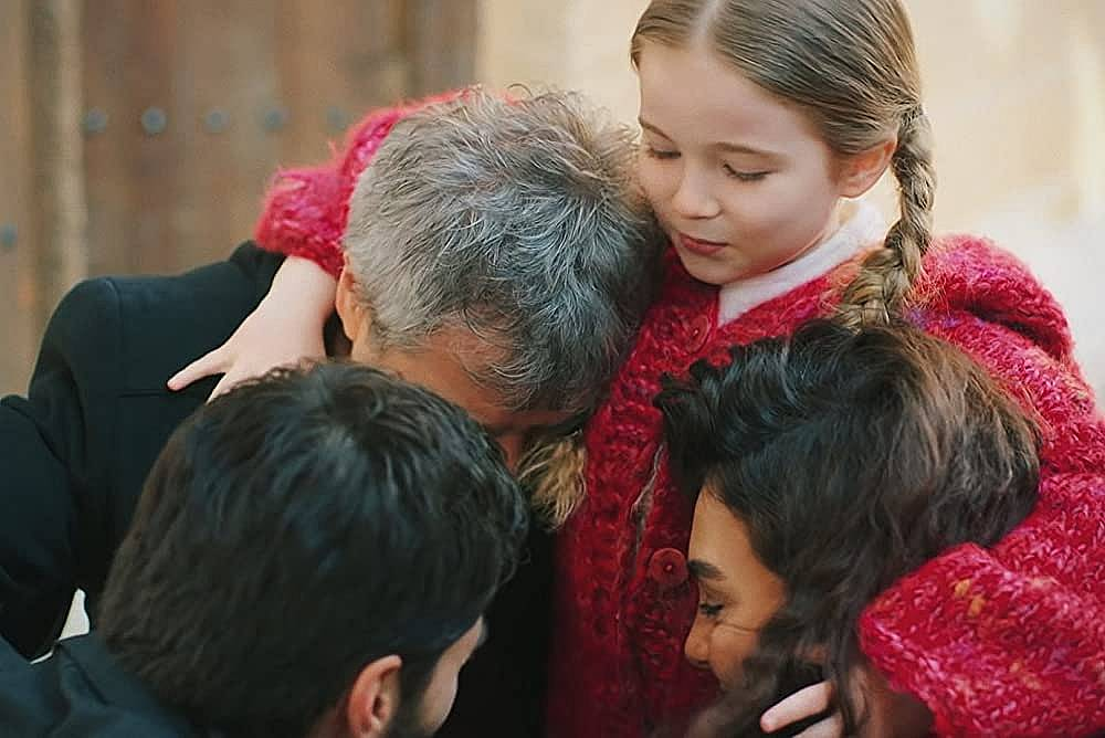 семейна прегръдка