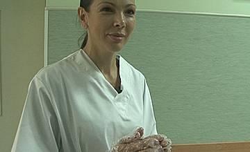 Юлияна Дончева се пробва като санитарка в 1-ва хирургия на Пирогов
